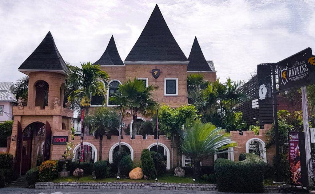 เที่ยวบางแสน Raffine Cafe & The She's House
